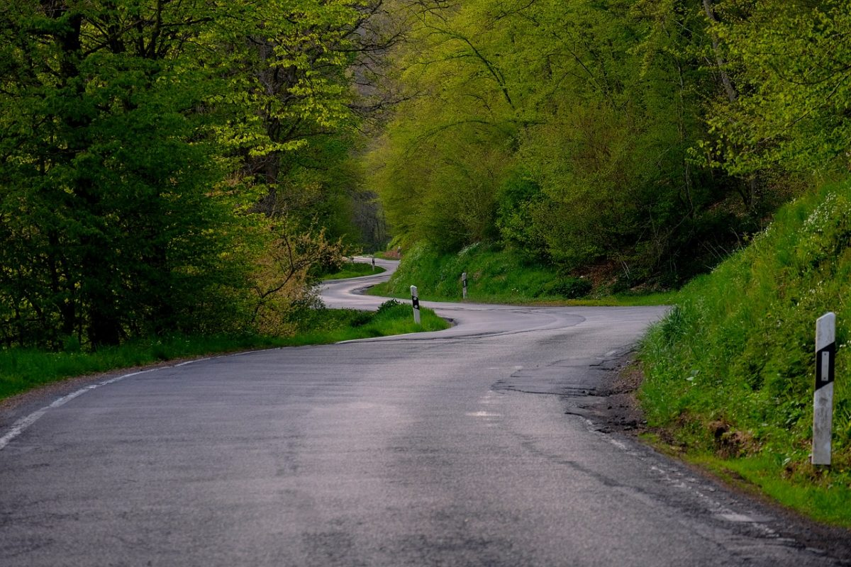 a meandering road